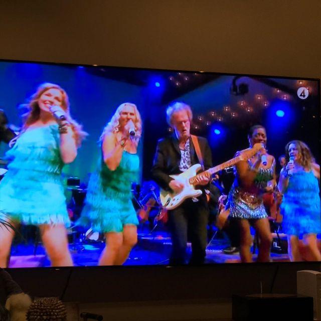 För er som missade Rhapsody in Rock 30 år på tv4 i måndags har du chansen idag igen kl 11.30! Sätt dig i soffan med en kopp kaffe och en lussebulle. Tänd 4:e adventsljuset och sätt på tv4 så ses vi! @jazzmajsan @pianowells @cowanpernilla @baslars16 @trumroine @pianoalice @lindalampeniusofficial @gladysdelpilar #showtime #music #fun #friends #goodmusic #xmas #sunday