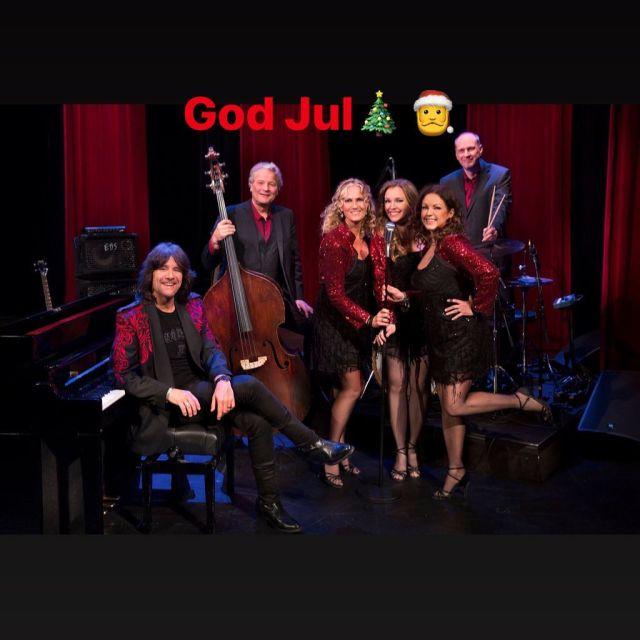 I morgon sjunger vi in julen i TV4s nyhetsmorgon mellan 07.55-11.30 Medan ni slår in de sista julklapparna och dricker kaffe så ses vi väl på tv4. Vi önskar er en riktigt fin och lugn jul🎄🎅 #xmas #tv4 @tv4 @nyhetsmorgon #morning #music #friends @jazzmajsan @pianowells @cowanpernilla @baslars16 @trumroine
